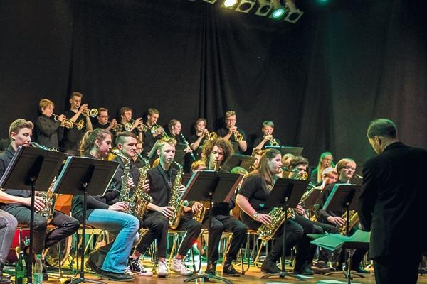 Das Junior Jazz Orchestra Dessau gemeinsam mit der Bigband des Domgymnasiums Verden vom Konzert in Verden.